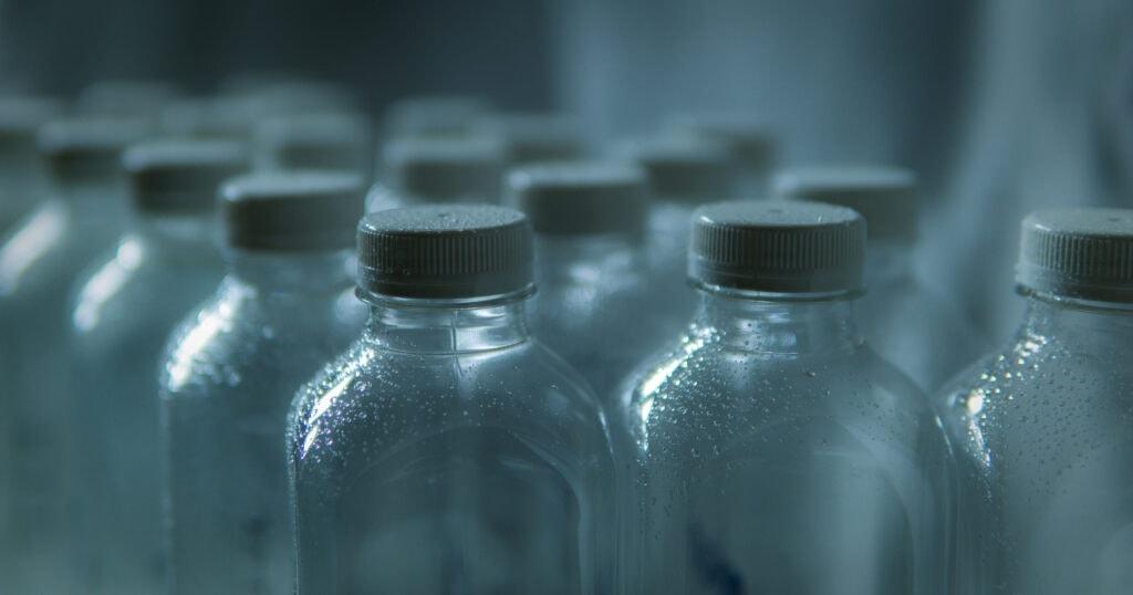 Bottiglie pronte per il campionamento delle acque